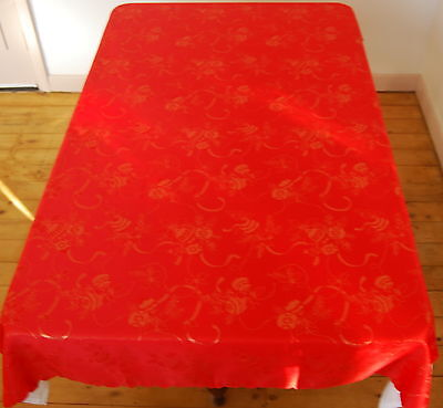 Red Embossed Baubles Oblong Polyester Christmas Table Cloth Seats 6 To 8 People