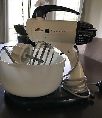 Vintage Sunbeam Mixmaster  2 Bowls - In Working Condition
