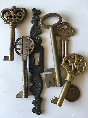 Lot of 5 vintage Skeleton Keys and 1 Vintage ornate escutcheon key hole