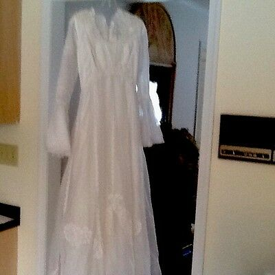 Vintage White Pretty Lace Wedding Dress Size Small Fitted Waist Bell Sleeves.