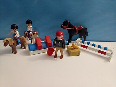 sympa  ensemble équestre   playmobil ( ferme , cheval , poney  , obstacle ) 0024