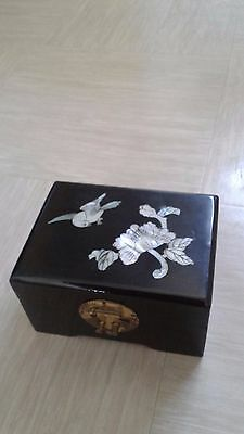 vintage Chinese lacquer wood jewellery box with brass catch