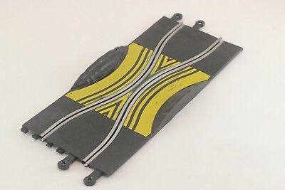 Scalextric Classic Track - Pt78 - Skid Chicane - Yellow Markings