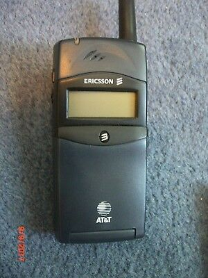 Sony Ericsson LX588 Vintage Cellphone with spare battery