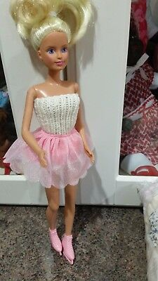 Sindy Doll With  9 Extra Dresses