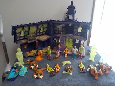 Scooby Doo LOT Mystery Mansion House Playset w/  LOTS OF EXTRA  Figures Shaggy +