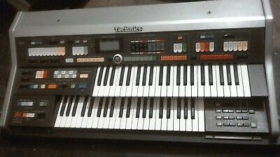 Technics organ sx-C600 with stand and seat & carry case