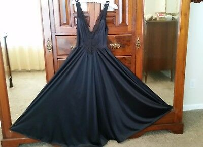 """Vintage Olga Long Black Nylon & Lace Form Fit 150"""" Sweep Nightgown Sz Med"""