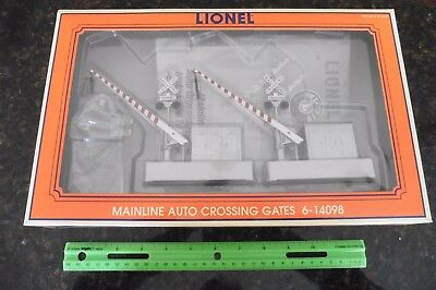 NEW Lionel O #6-14098 Mainline Auto Crossing Gates in box