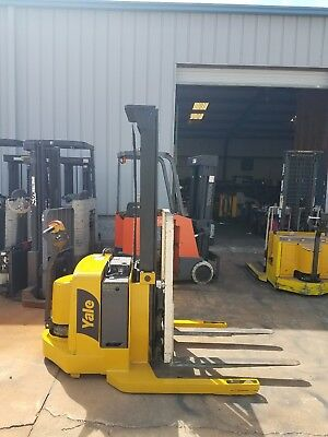Yale Electric Stacker Forklift W/ Side Shift, Max 4000 Lbs, Runs Great