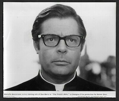 "1971 Press Photo Celebrity Actor Marcello Mastroianni in ""The Priest's Wife*4595"