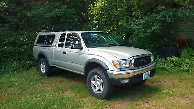 2004 Toyota Tacoma SR5 2004 Toyota Tacoma Extended Cab 4WD with Cap, Rack and Hitch