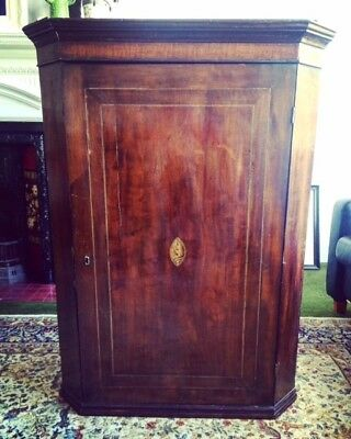Georgian corner cabinet with attractive shell marquetry