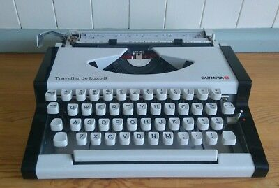 OLYMPIA TRAVELLER DELUXE S - QUALITY VINTAGE 1980s PORTABLE MANUAL TYPEWRITER