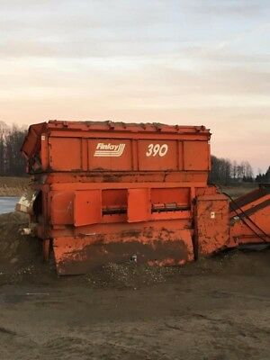 Finlay 390 sand and gravel screen with belt conveyors