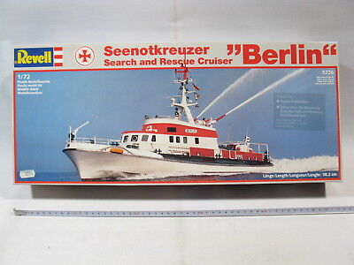 Revell 5226  Seenotkreuzer Berlin search and rescue 1:72  sealed in box  mb3205