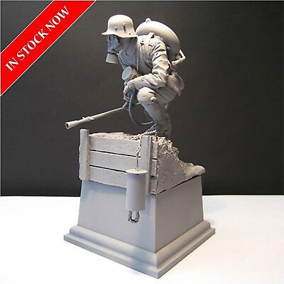 1/16 German Army Mask Gas Soldier WWII Resin Model Kit Unpainted Assembly Figure