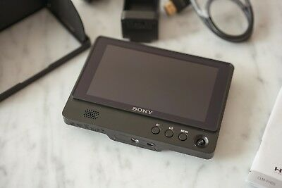 "Sony CLM-FHD5 Clip-on 5"" Full HD LCD On-Camera Monitor, 1920x1080"