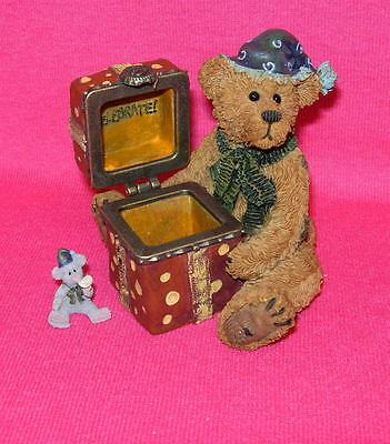 Boyds H. B. BEARSLEY  Celebrate  Bear with gift in box  2277802