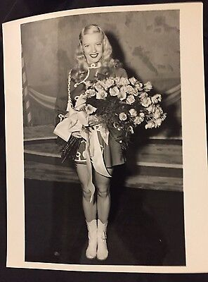 Mary Hartline With Rose Bouquet, Personalized Autograph To Buyer