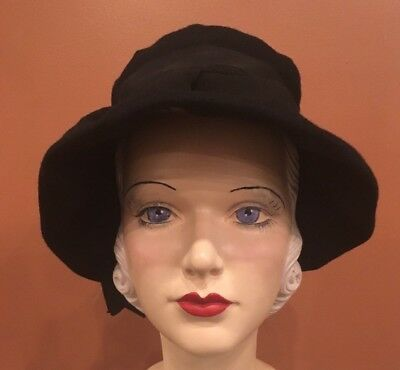 Vintage 1960s Womens Chic Black Bell-Shaped Winter Hat