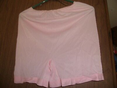 "Vintage Ladies Bloomers Panties Pink 18""long Waist 24+ Unused Estate Find"