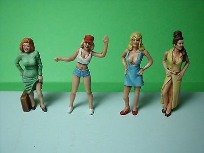 4  Figurines  1/43   Set 148   Les  Beautes   Vroom  1/43  Unpainted  Figure