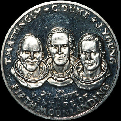RAUMFAHRT: Silber-Medaille. T. MATTINGLY - C. DUKE - J. YOUNG ⇒ APOLLO 16.