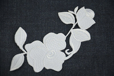 STYLISH WHITE FLOWER TRIMMING Embroidered Sew On Cloth Patch Badge Trim APPLIQUE
