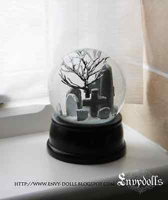 THE CROW inspired Gothic Graveyard / Cemetery beautiful glass Snow globe