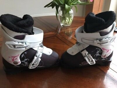 Childrens Salomon Ski Boots size 19/240 . worn for 1 week only.Great condition.