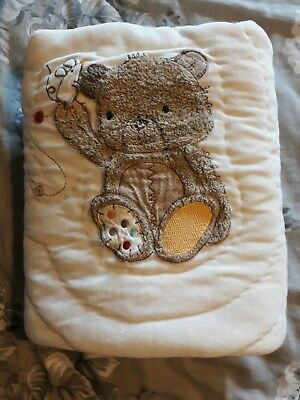 mothercare precious bear quilt. to fit cotbed. Lovely used condition.