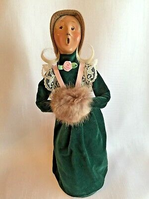 1994 BYERS CHOICE CAROLER LADY WITH HAND MUFF/Blonde/Lace/Rose Trim Green Velvet