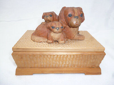 ANTIQUE CARVED TRINKET BOX with PEKINESE DOGS - very nice item!