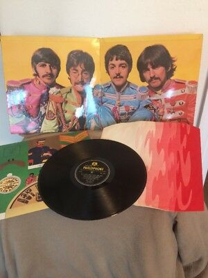 The Beatles st pepper 1967 album first pressing mono album.