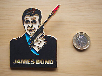 064 The Spy Who Loved Me Roger Moore Childs 1977 Toy Badge James Bond