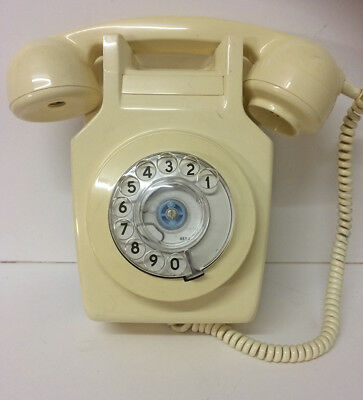 Vintage Dial Wall Phone in Ivory.