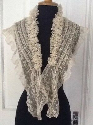 Circa 1880 Shawl Collar With A Ruff And 3 Tiers Of Valencienne Bobbin Lace.