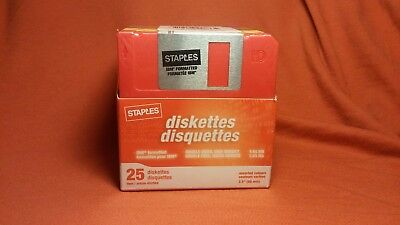 """Staples Diskettes 25 pk IBM Formatted 3.5"""" ds/hd 1.44MB Floppy Disk New In Box"""