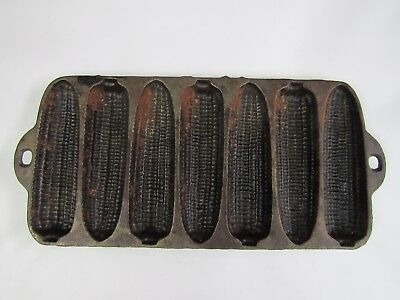 Vintage Unmarked Cast Iron Corn Cobs Muffin Baking Pan. Great collector item USA