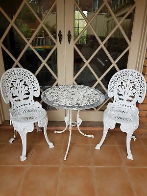 Cast iron garden table with 2 chairs
