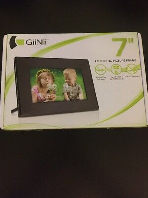 "GiiNii GT701P1 7"" Digital Picture Frame"