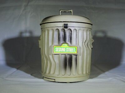 1976 Sesame Street Oscar the Grouch Radio
