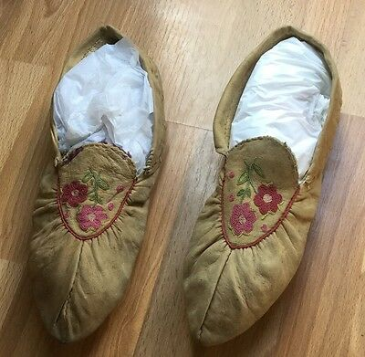 1890-1920 Woodland, Native American Moccasins, Silk Embroidery