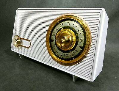 RCA Model 1-X-2E  Nipper Dog Tube Radio 1961 Excellent Example RecentlyServiced