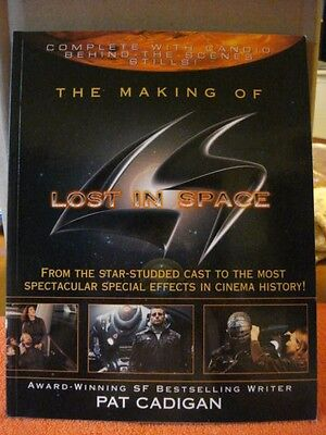 """Making of the Movie """"Lost In Space"""" Full Color 8 1/2 X 11 Paperback Book 128 Pgs"""