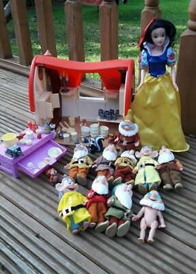 Snow White and  dwarfs house   figures