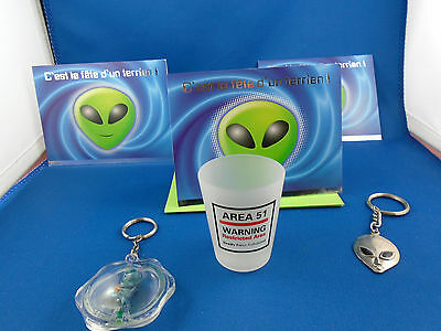 Lot Alien  3 Greeting Cards In French Cards + 2  Key Chains + Glass Area 51