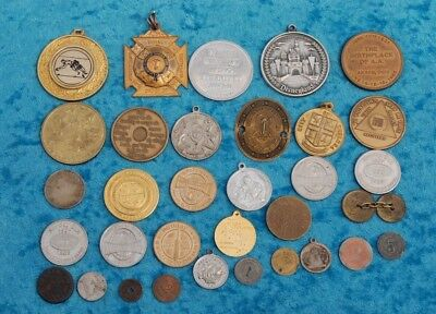 Collection of vintage mixed casino chips / tokens, medallions and related items
