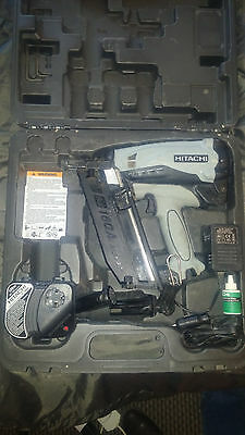 HITACHI NT65GB 16G ANGLED 2ND FIX BRAD NAILER  alls fine but charger not working